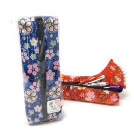 Estuche azul rectangular fino hecho con tela de kimono